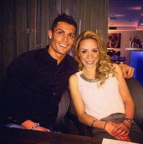Nu co truong cua Ronaldo thich Barca, ham mo Messi - Anh 1