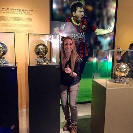 Nu co truong cua Ronaldo thich Barca, ham mo Messi - Anh 5