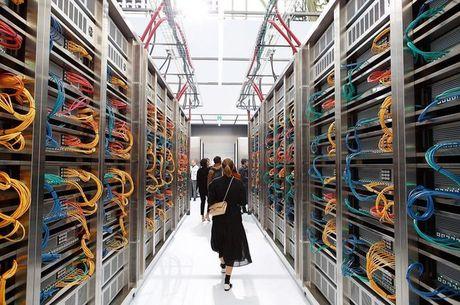 Chanel bien san dien thanh trung tam IT cung dan mau robot - Anh 1