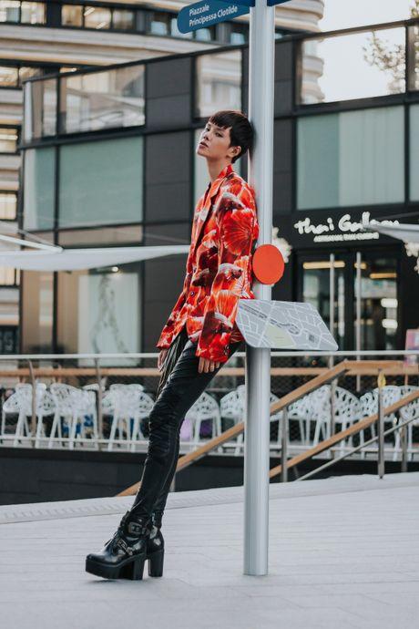Street style ca tinh cua chan dai Viet o Milan - Anh 4