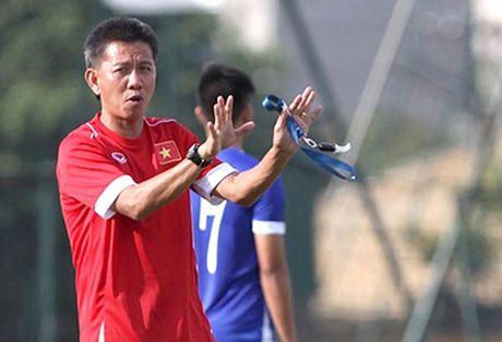 U19 Viet Nam sang Qatar tap huan - Anh 1