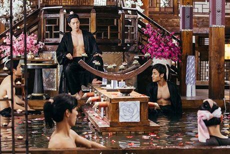 'Nong mat' vi canh nude day dac trong phim dang hot nhat Han - Anh 1
