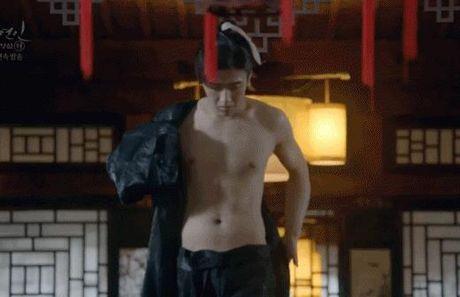 'Nong mat' vi canh nude day dac trong phim dang hot nhat Han - Anh 2