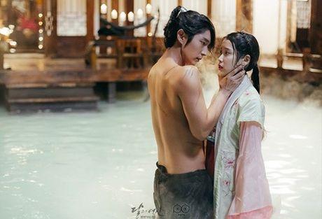 'Nong mat' vi canh nude day dac trong phim dang hot nhat Han - Anh 8