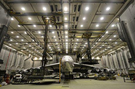 Chiem nguong may bay nem bom B-52H 'moi nhat' cua My - Anh 6