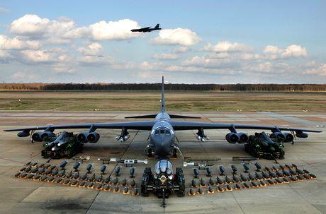 Chiem nguong may bay nem bom B-52H 'moi nhat' cua My - Anh 8