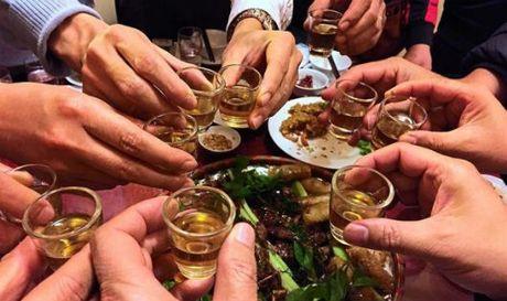 Bao nuoc ngoai viet ve de xuat cam ruou dem o Viet Nam - Anh 1