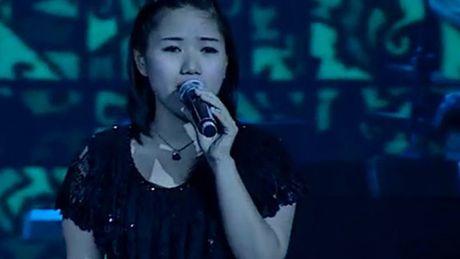 Thuy Chi: Tu co gai moc mac den nguoi phu nu quyen ru - Anh 2