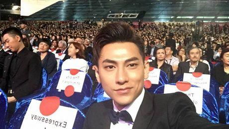 Isaac xuat hien cung dan sao Han tren tham do LHP Busan - Anh 4