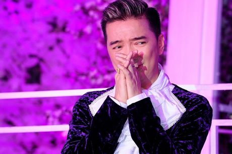 Bi kich it ai biet cua Dam Vinh Hung, 'la' hon ca chuyen co con voi fan nu o My - Anh 1