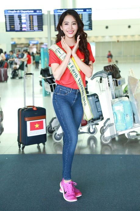 Nam Em mang theo 150kg hanh ly den Philippines thi Miss Earth - Anh 10
