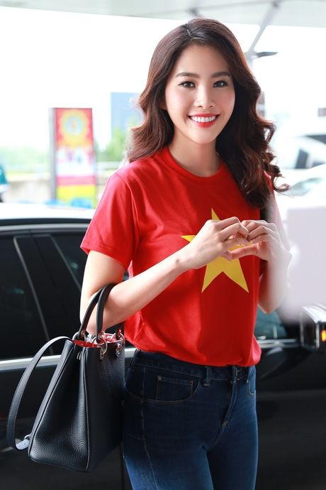 Nam Em mang theo 150kg hanh ly den Philippines thi Miss Earth - Anh 1