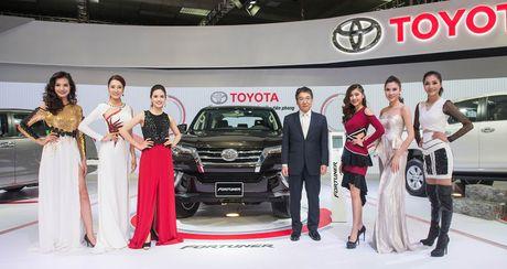 """Toyota """"dan dau chuyen dong"""" tai Trien lam Oto Viet Nam 2016 - Anh 2"""