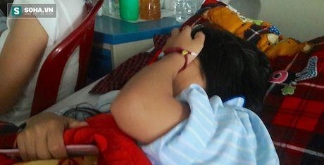Nguyen nhan 3 nu sinh bi danh dap da man, quay clip tung len mang - Anh 1
