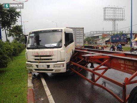 Lien tiep tai nan, hang tram phuong tien o xa lo Ha Noi ket cung - Anh 2