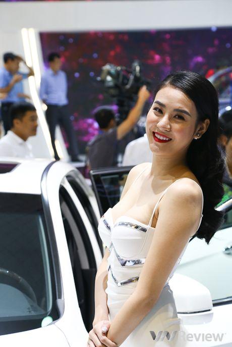 "Mau ""Tay"" tran ngap trien lam Vietnam Motor Show 2016 - Anh 26"
