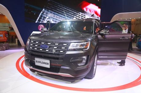 Can canh Ford Explorer gia 2,18 ty dong moi ve Viet Nam - Anh 2