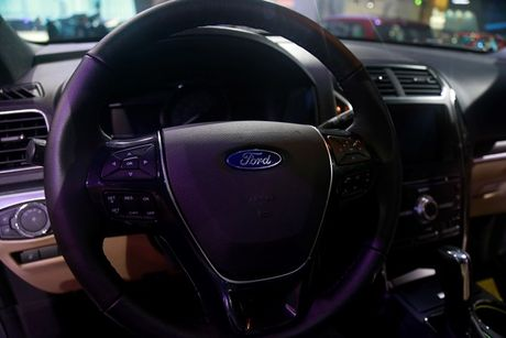 Can canh Ford Explorer gia 2,18 ty dong moi ve Viet Nam - Anh 8