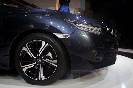 Lot top 'xe e', Honda moi chiu 'tung' Civic phien ban moi - Anh 2