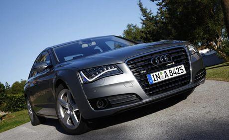 Audi Viet Nam cho trieu hoi 12 chiec xe mau A8L vi loi hop so - Anh 1