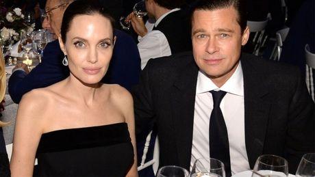 Angelina Jolie va con cai phai dieu tri tam ly sau khi chia tay Brad Pitt - Anh 2