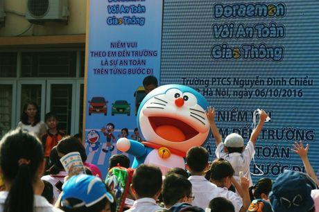 Meo may Doraemon tung bung hoc ATGT cung hoc sinh Thu do - Anh 1