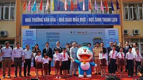 Meo may Doraemon tung bung hoc ATGT cung hoc sinh Thu do - Anh 5