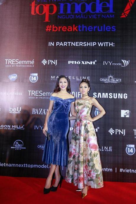 Xu huong tre vai, xe dui,…can quet tham do chung ket Vietnam's Next Top Model 2016 - Anh 1