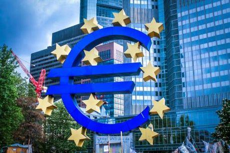 Thi truong trai phieu Eurozone lo ngai truoc kha nang ECB thu hep QE - Anh 1