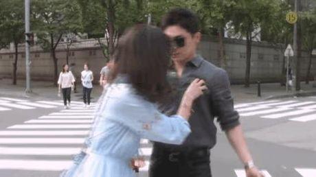 Xu huong phim Han mua thu: Chuyen tinh '2 chang 1 nang' chiem song - Anh 13