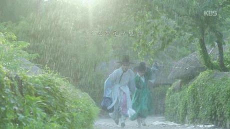 Xu huong phim Han mua thu: Chuyen tinh '2 chang 1 nang' chiem song - Anh 22