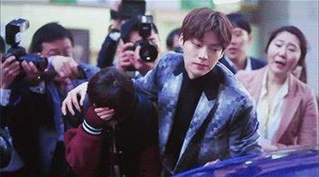 Xu huong phim Han mua thu: Chuyen tinh '2 chang 1 nang' chiem song - Anh 8