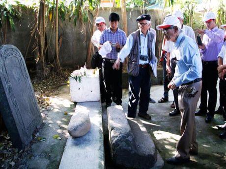 Khai quat tham do dau vet mo vua Quang Trung - Anh 1