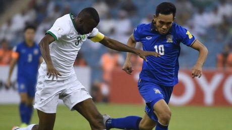 Cho xem Kiatisak dung don gi de ha UAE - Anh 1