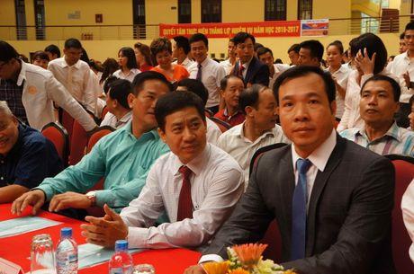 Sinh vien quay kin Hoang Xuan Vinh de chup selfie - Anh 6