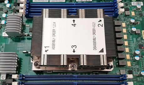 Intel se co CPU Skylake-EX va Knights Landing su dung socket LGA 3647, kich thuoc gap 4 lan binh thuong - Anh 1