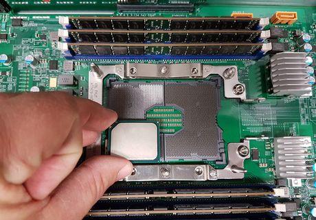 Intel se co CPU Skylake-EX va Knights Landing su dung socket LGA 3647, kich thuoc gap 4 lan binh thuong - Anh 3