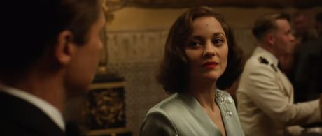 "Fan cua Angelina Jolie se ""tuc dien"" khi xem canh Brad Pitt om ap ""tinh tin don"" - Anh 2"