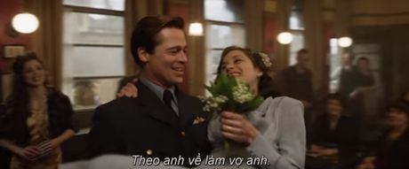 "Fan cua Angelina Jolie se ""tuc dien"" khi xem canh Brad Pitt om ap ""tinh tin don"" - Anh 4"