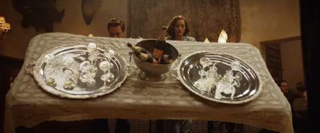 "Fan cua Angelina Jolie se ""tuc dien"" khi xem canh Brad Pitt om ap ""tinh tin don"" - Anh 6"