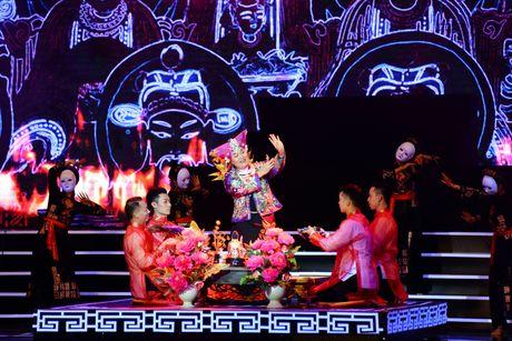 Xuan Hinh 'choc' khan gia cuoi nghieng nga trong liveshow de doi - Anh 16