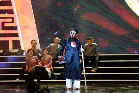 Xuan Hinh 'choc' khan gia cuoi nghieng nga trong liveshow de doi - Anh 2