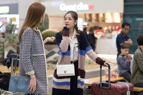 Chi Pu duoc A hau Han Quoc - Lee Sarah ra san bay chao don - Anh 7