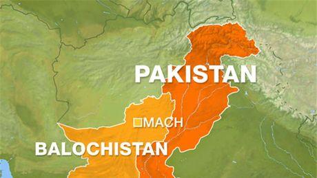 Danh bom vao doan tau hoa o Pakistan, 20 nguoi thuong vong - Anh 1