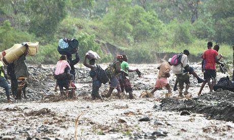 Bao manh khung khiep tan cong, gan 300 nguoi chet o Haiti - Anh 4