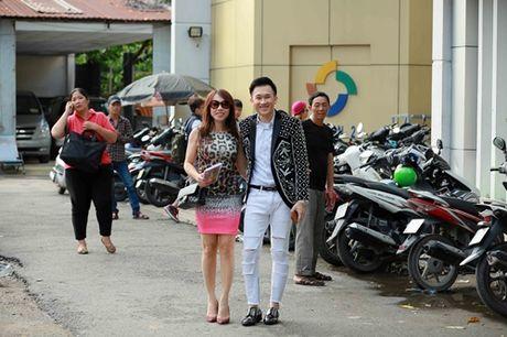 Em gai sanh dieu nhat cua Hoai Linh bat ngo ve nuoc - Anh 1