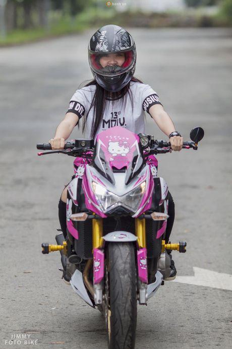 Can canh Kawasaki Z800 len bo ao Hello Kitty cua nu biker 9X - Anh 2