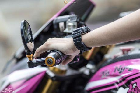 Can canh Kawasaki Z800 len bo ao Hello Kitty cua nu biker 9X - Anh 6