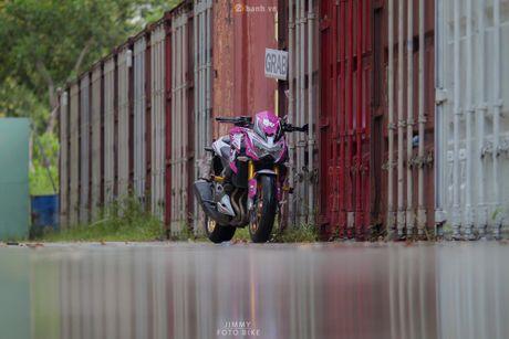 Can canh Kawasaki Z800 len bo ao Hello Kitty cua nu biker 9X - Anh 9