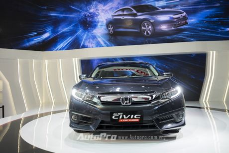 Honda Civic 2016 co gia tam tinh 979 trieu dong, khach hang choang vang - Anh 2